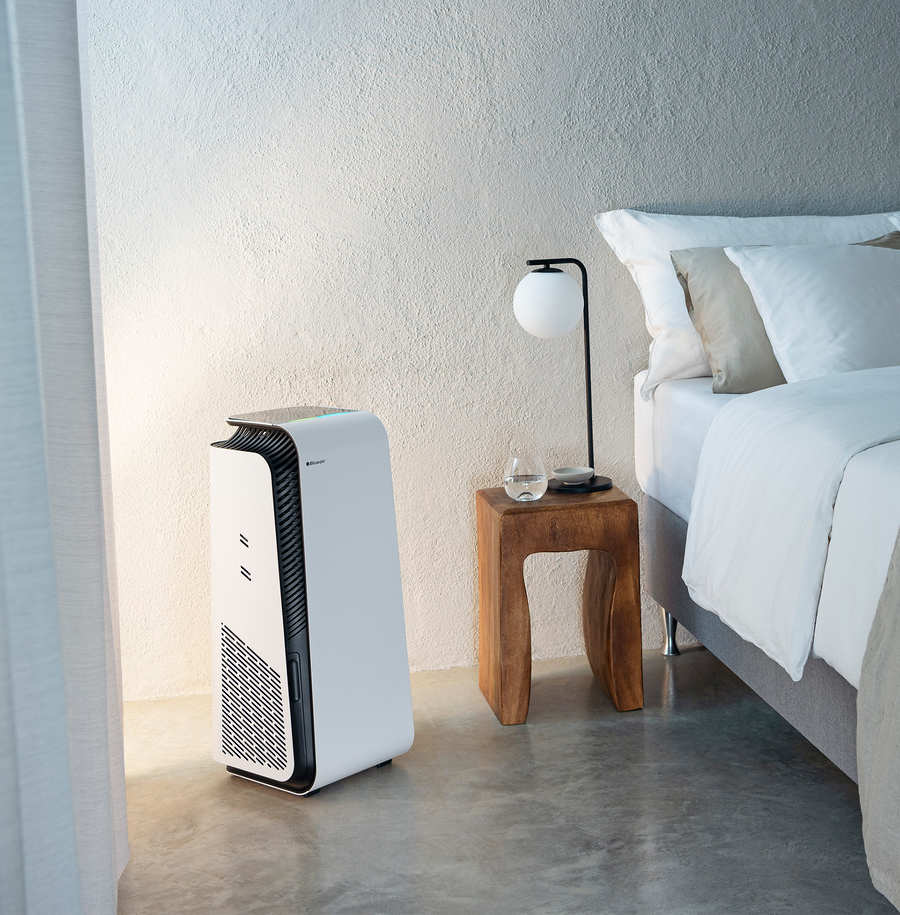 HealthProtect™ 7470i air purifier in bedroom