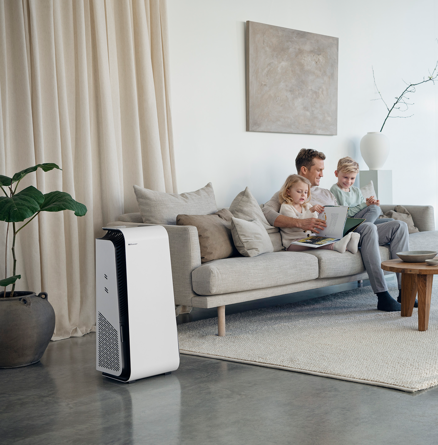 HealthProtect™ 7470i air purifier in living room
